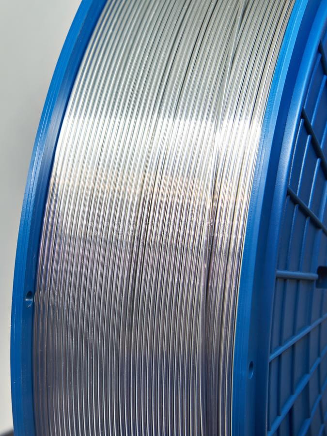 Cable de aluminio en bobina foto de archivo