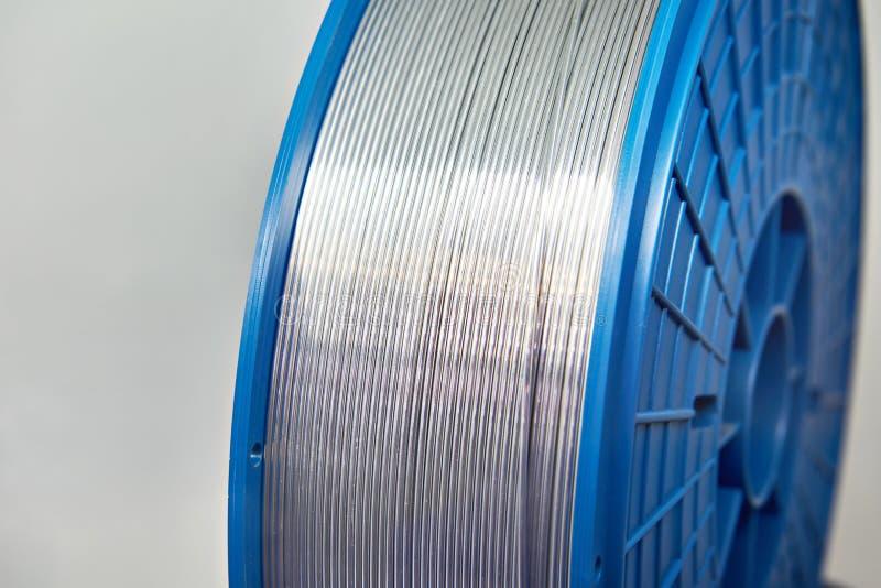 Cable de aluminio en bobina imagen de archivo