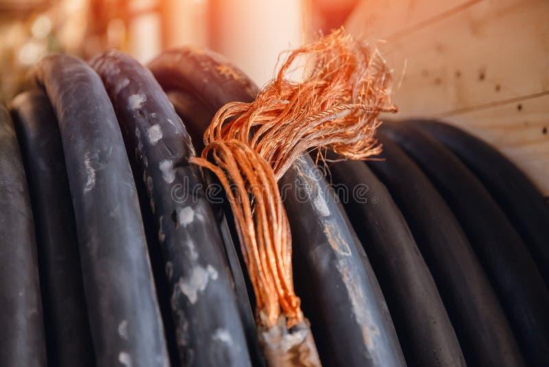 Cable de cobre eléctrico con la base interna gruesa, corte transversal grande para el alto voltaje fotos de archivo