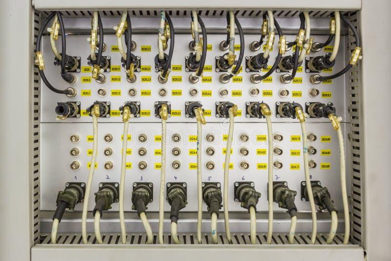 Cable de datos en el panel foto de archivo
