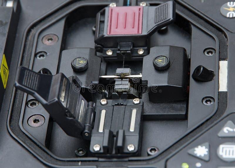Cable de fribra óptica de la encoladora fotos de archivo libres de regalías