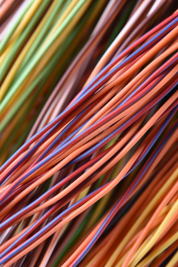 Cable y alambres coloridos de la red de ordenadores fotografía de archivo libre de regalías