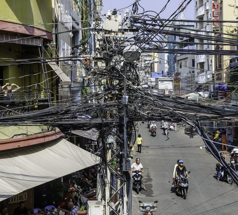 Cableado de la calle en el saigon, Vietnam imagen de archivo