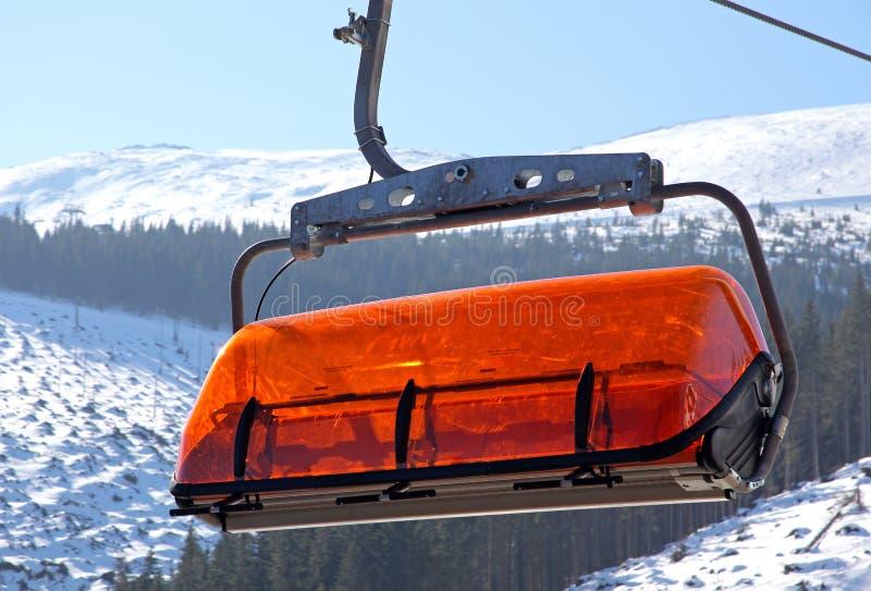 Cablecarril anaranjado en Jasna - Tatras bajo, Eslovaquia imágenes de archivo libres de regalías