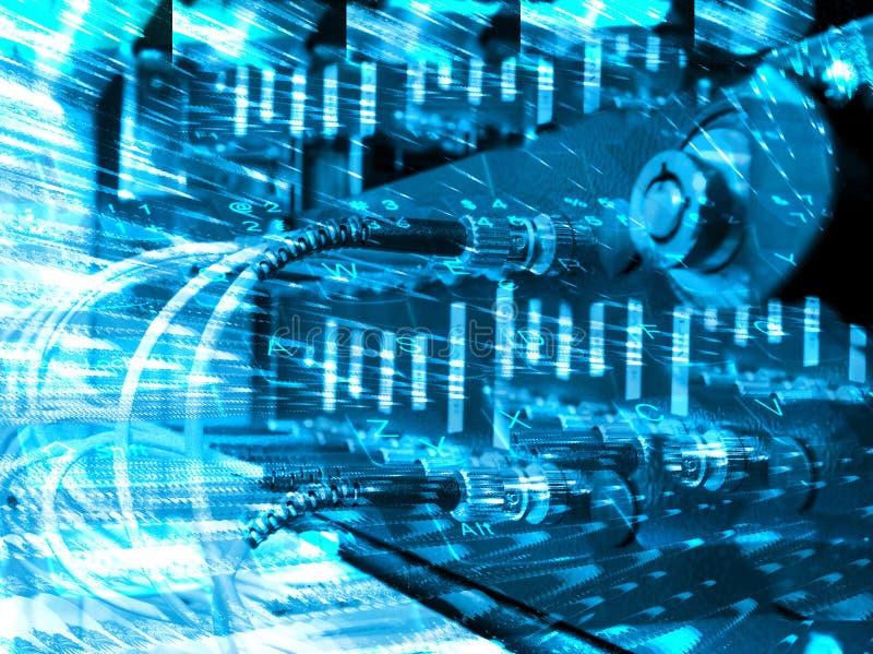 Cables ópticos de la fibra conectados con un interruptor imagenes de archivo