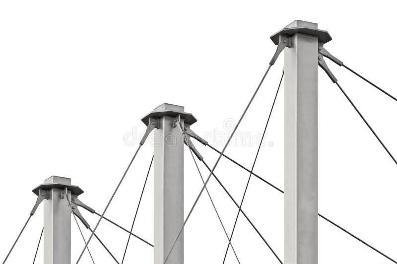 Cables atados del tejado de la suspensión, tres Grey Masts alto, anclas Swooping Cable-suspendidas del pilón del tejado, detallad fotografía de archivo