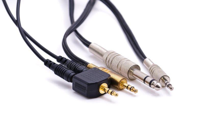 Cables con los conectores de cable fotografía de archivo