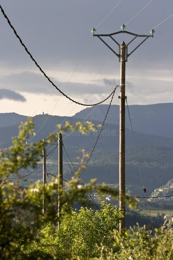 Cables de transmisión de arriba de alto voltaje imagen de archivo libre de regalías