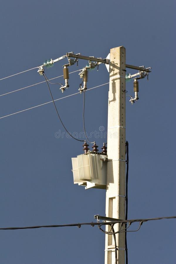 Cables de transmisión de arriba de alto voltaje foto de archivo libre de regalías
