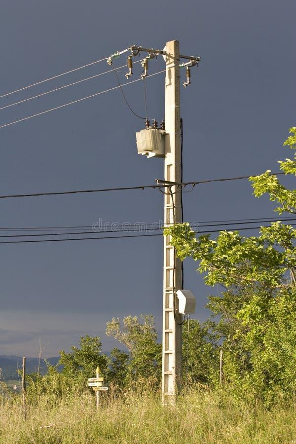 Cables de transmisión de arriba de alto voltaje fotos de archivo libres de regalías