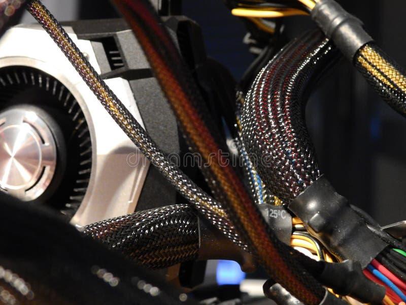 Cables de transmisión - procesador de gráficos en la placa madre imagenes de archivo