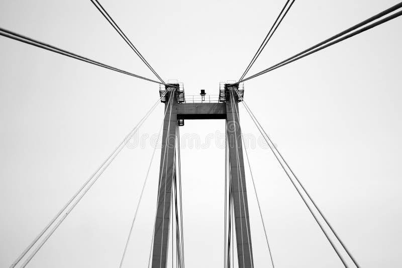 Cables del puente peatonal viejo fotos de archivo libres de regalías
