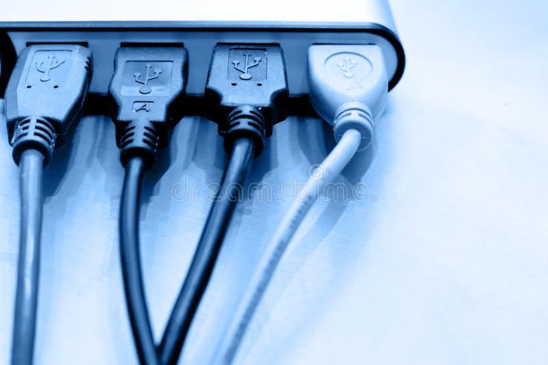 Cables del USB en eje imagenes de archivo