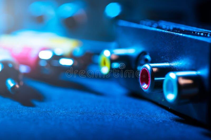 Cables para el audio y el vídeo fotografía de archivo