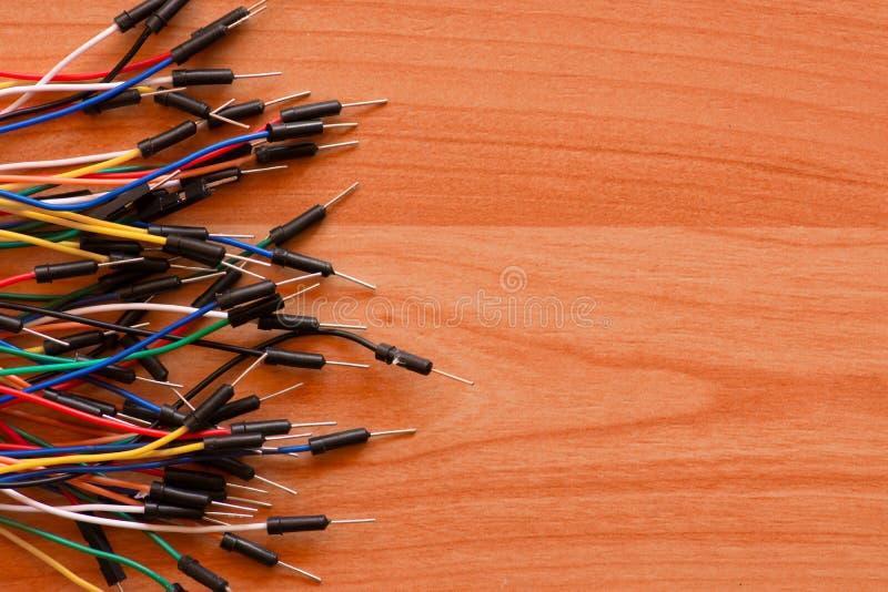Cables que salen del lado izquierdo fotografía de archivo