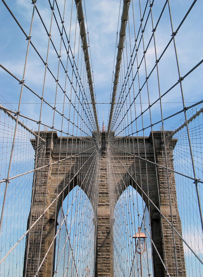 Cables y torre del puente de Brooklyn fotos de archivo libres de regalías