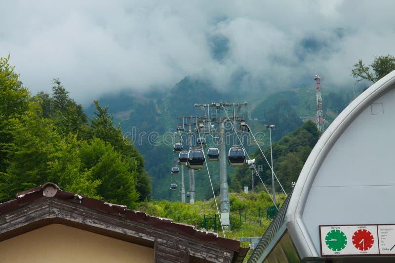 Cableway στα βουνά του Sochi στοκ φωτογραφία
