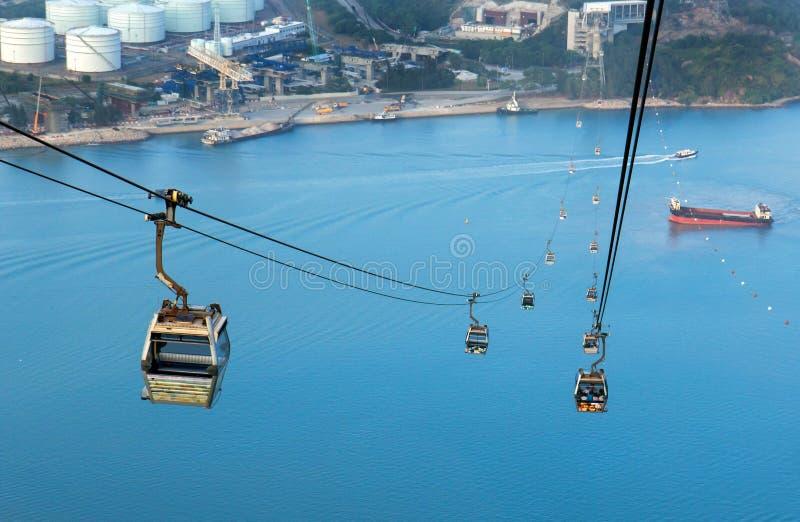 Cableway till ön Lantau royaltyfria foton