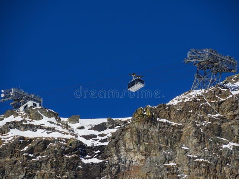 Download Cableway w alps obraz stock. Obraz złożonej z alps, włoch - 106912181