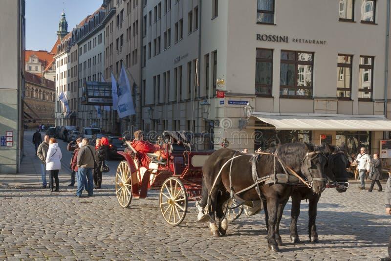 Cabman в Дрездене, Германии стоковые фото