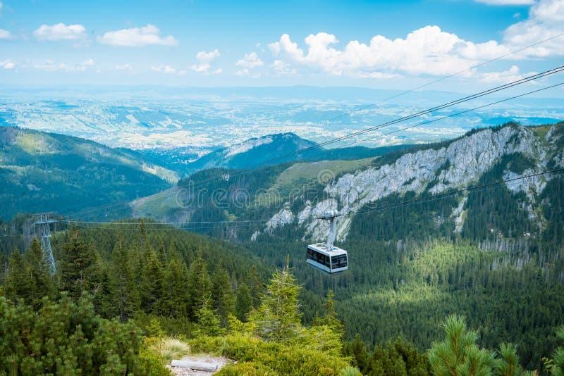 Cabo aéreo da montanha em poland Tatras, Zakopane fotografia de stock royalty free