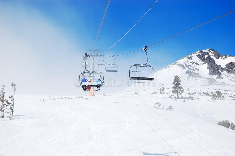 Cabo aéreo na estância de esqui popular em Tatras alto fotos de stock royalty free