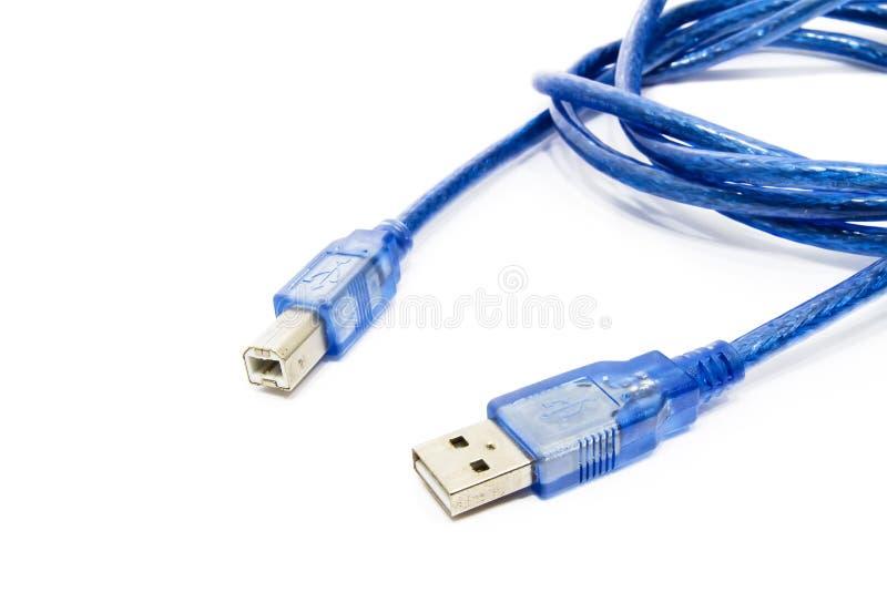 Cabo azul de USB com contra o fundo branco. fotografia de stock