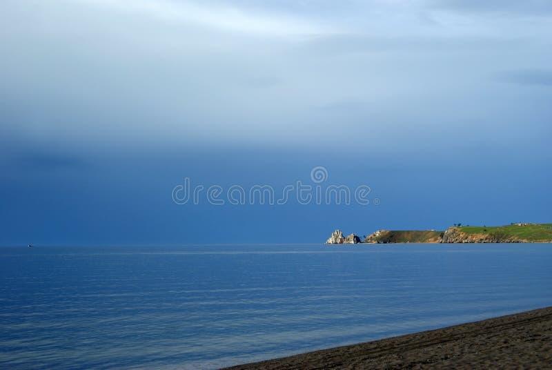 Cabo Burkhan da rocha do Lago Baikal & de Shamanka imagem de stock royalty free