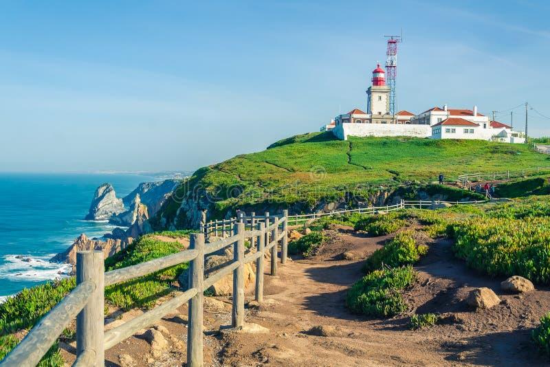 cabo da Portugal roca Latarnia morska i falezy nad Atlantyckim Ocea fotografia royalty free
