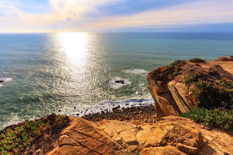Cabo da Roca, Portugal solnedgång på Atlanten arkivbilder