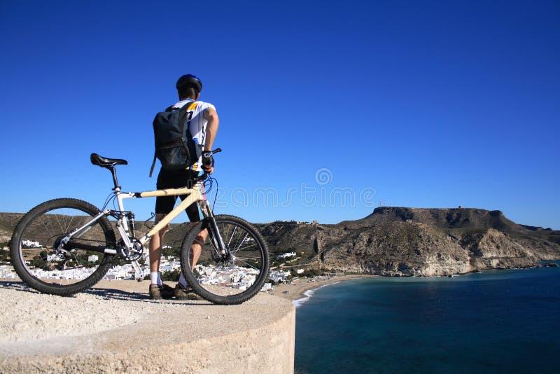 cabo de mountainbiking的gata 免版税库存照片