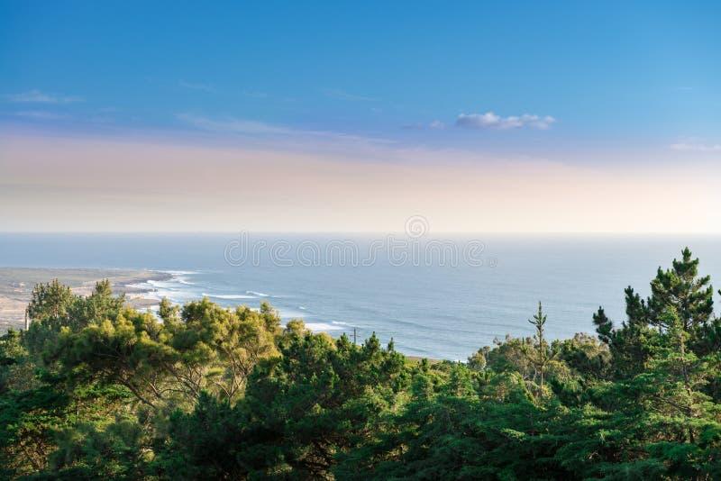 Cabo a Dinamarca Roca, o ponto ocidental extremo de Europa em Sintra fotos de stock