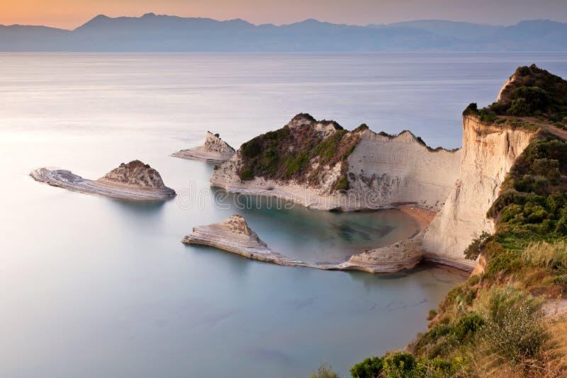 Cabo Drastis no por do sol, console de Corfu, Greece imagens de stock royalty free