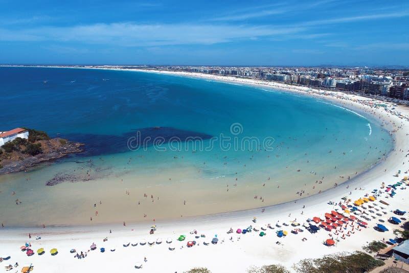 Cabo Frio, Brasil: Vista aérea de uma praia fantástica com água de cristal imagens de stock royalty free