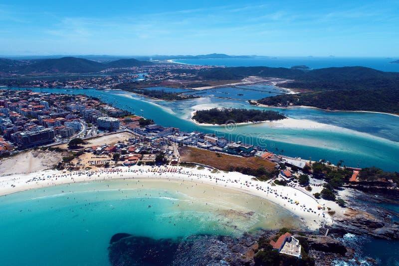 Cabo Frio, Brazilië: Satellietbeeld van een fantastisch strand met kristalwater stock afbeelding