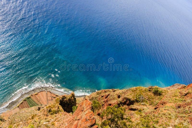 Cabo Girao, Madeira Visi?n desde el acantilado m?s alto de Europa hacia Funchal foto de archivo