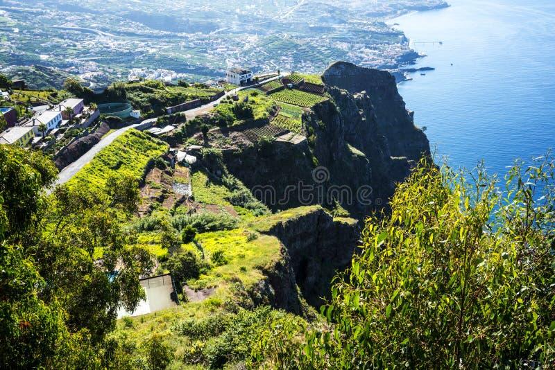 Cabo Girao punkt widzenia nad Camara De Lobos jest blisko miasta Funchal i niektóre wysokie falezy w świacie zdjęcia royalty free