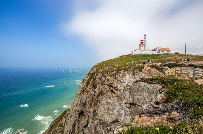 Cabo hace el faro de Roca, Portugal, Europa foto de archivo