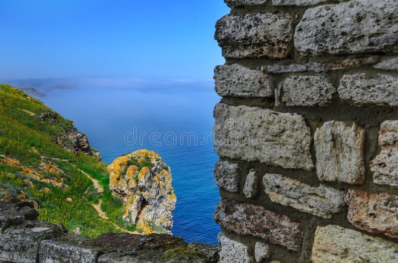 Cabo Kaliakra, Bulgária Um pode ver uma pedra na forma da cabeça fotografia de stock royalty free