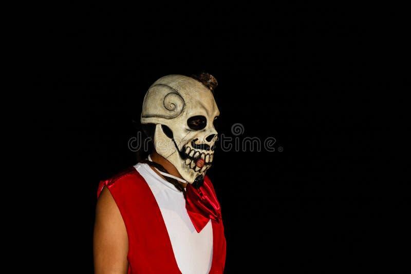 Cabo San Lucas, Mexico - 2019 Portret van de onbekende jonge mens met schedelmasker Dia DE Los Muertos Dag van de Doden stock afbeelding