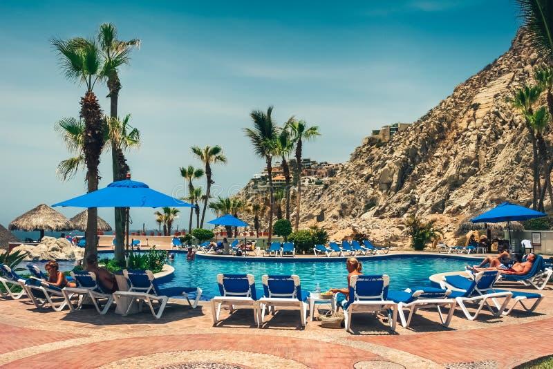 Cabo San Lucas/Mexique - 13 août 2007 : Vue sur la station de vacances d'hôtel avec la piscine photos libres de droits