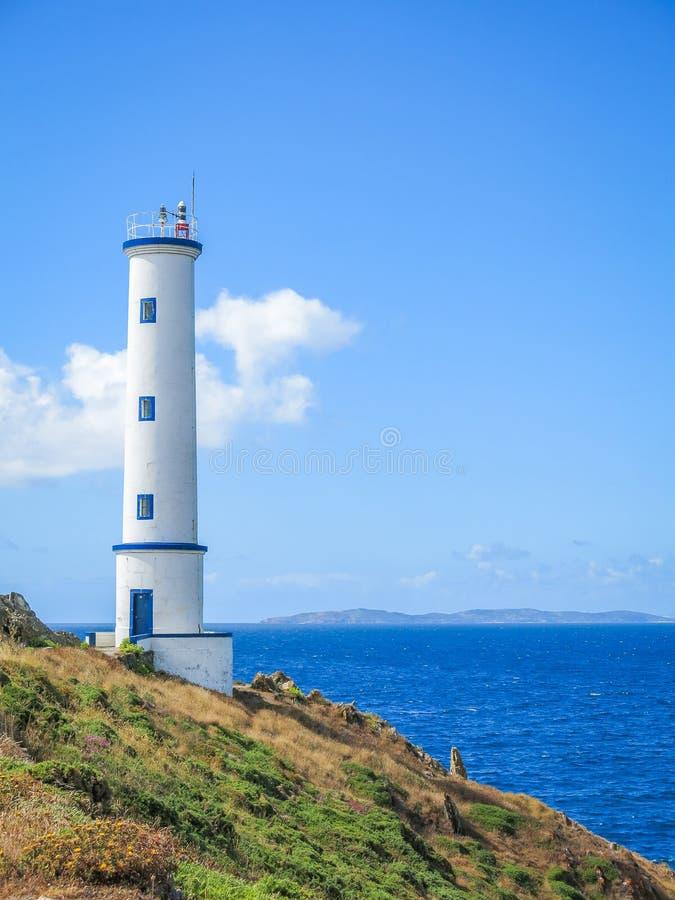 Cabo steuern Leuchtturm nahe Cangas, Pontevedra, Galizien automatisch an lizenzfreies stockfoto