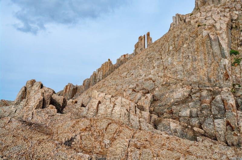 Cabo Stolbchaty, cabo geográfico en la orilla del este de la isla de Kunashir de Sajalín Oblast, Rusia fotos de archivo