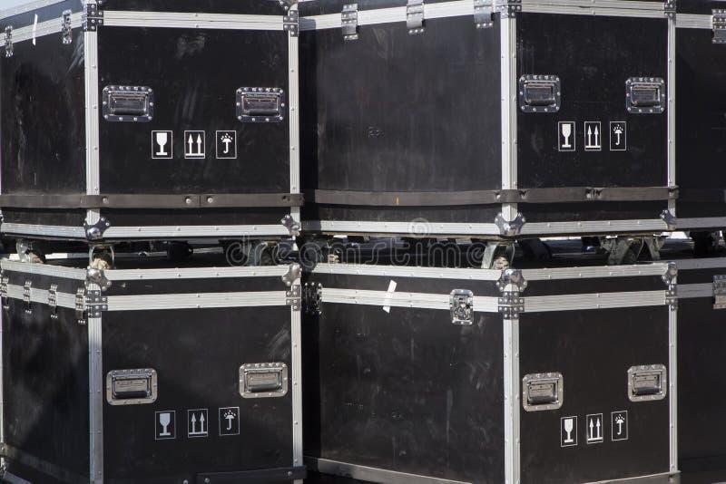 Cabografe o caso e migrar casos para transportar com segurança o equipamento da música imagem de stock