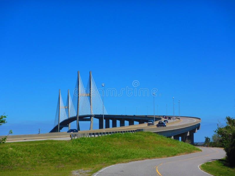 Cabografe a ponte ficada, Sidney Lanier Bridge sobre o rio de Brunsvique fotografia de stock royalty free
