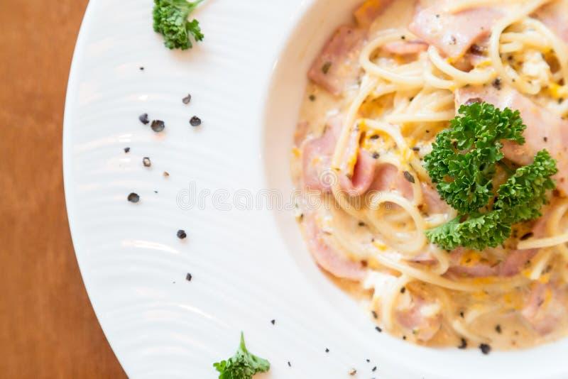 Cabonara degli spaghetti con il prosciutto immagini stock libere da diritti