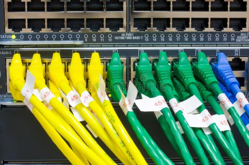 Cabos de Ethernet de UTP fotos de stock