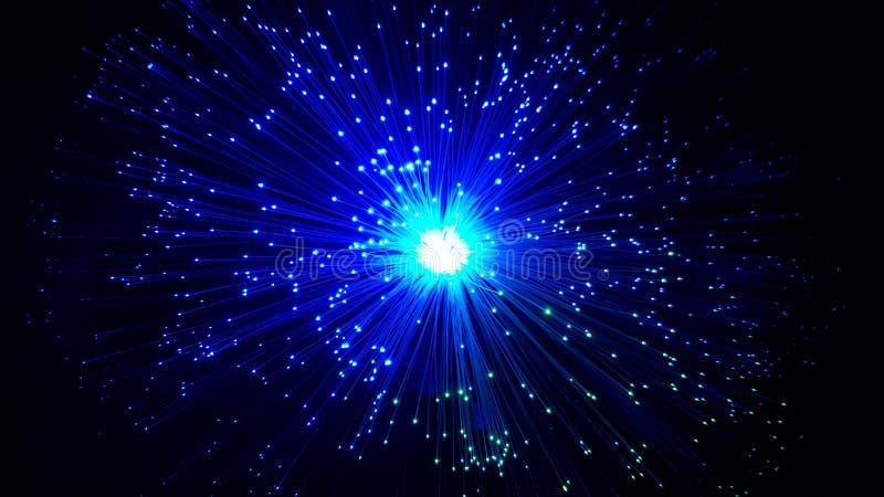 Cabos de fibra ?tica azuis com pontas de brilho imagem de stock