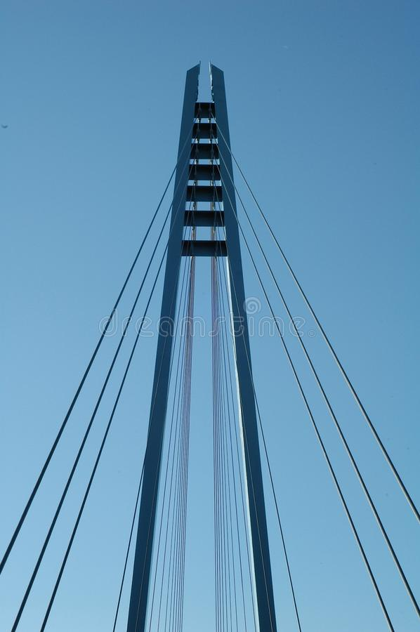Cabos e torre da ponte de suspensão foto de stock