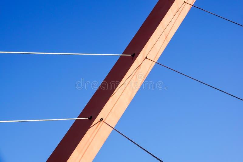 Cabos e torre da ponte de suspensão imagens de stock royalty free